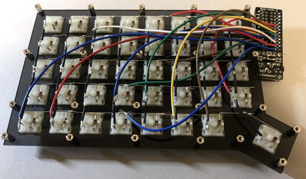 キーボード背面からみた配線